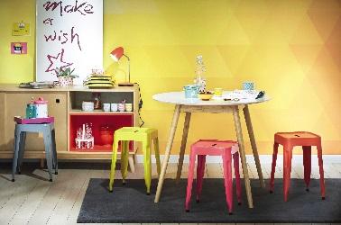Une petite table de cuisine ronde pour les petites appartements.