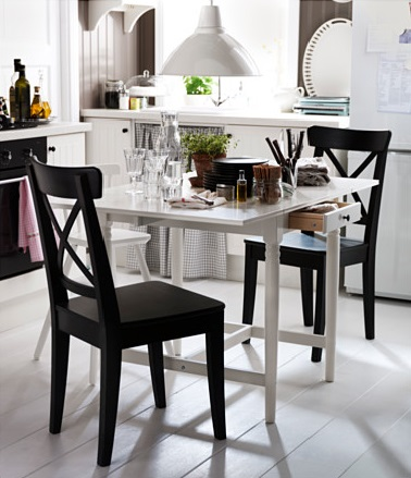 Table salle manger avec rallonge integree ikea for Table manger ikea