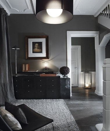 Salon total look gris avec mur peint en gris anthracite for Salon peint en gris