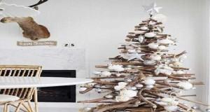 Dans l'air du temps,le sapin de Noël en planches de bois, en palette ou bois flotté est original et tendance. Déco Coolfait le père Noël et vous donne10 DIY déco de sapin
