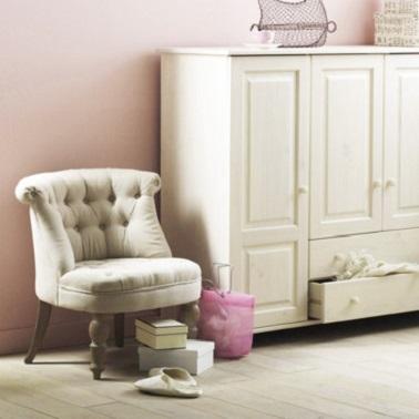 Dans un petit salon, le fauteuil crapaud La Redoute est pratique et discret. En lin ce fauteuil allie modernité, délicatesse et confort. Un must-have de l'intérieur !