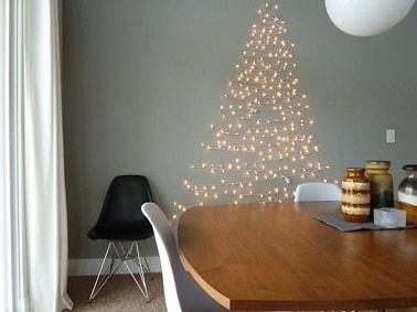 Ce sapin de Noël en guirlande lumineuse LED sur le mur est une alternative originale à un vrai sapin. Déco, il apporte une ambiance conviviale et chaleureuse à la pièce.