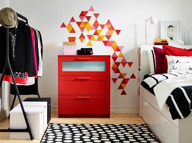 Une chambre bien décorée c'est aussi une chambre organisée. Pour les adolescentes, rien de tel que de jolis meubles tendances. Pas de doute les filles seront comblées.