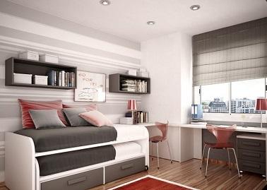 Sobre et design, cette chambre d'ado pour fille adopte une déco grise chic. Elle dispose d'un lit supplémentaire sous le lit principal. Idéal pour les soirées pyjama !