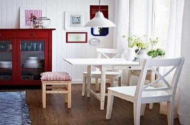 une petite table a rallonges dans la cuisine ikea |