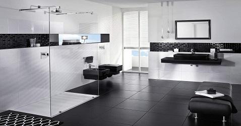 Du noir et du blanc dans une salle de bain design c'est une déco chic surtout avec des WC noir et une douche italienne ouverte.