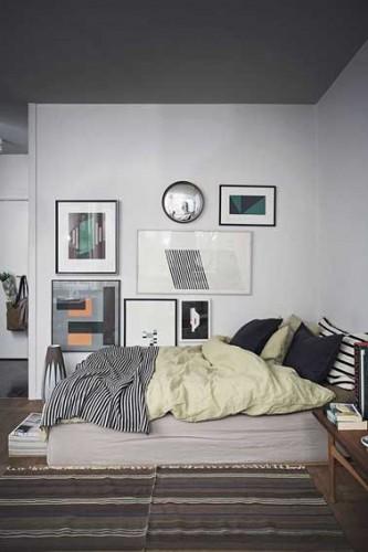 Gris perle, gris anthracite, deux couleurs élégantes et sereines dans une chambre parentale. du beige, taupe, une couleur lin renforcent l'aspect cosy d'une chambre grise.