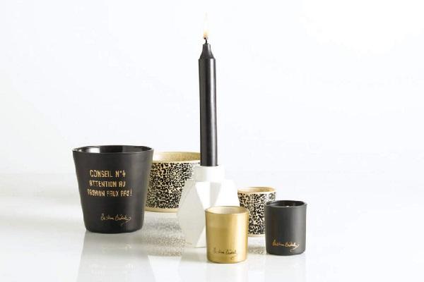 Des bougeoirs et bougies design en noir blanc et or.