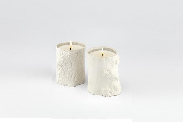 Des bougies décoratives et parfumées à offrir pour fêter Noël.