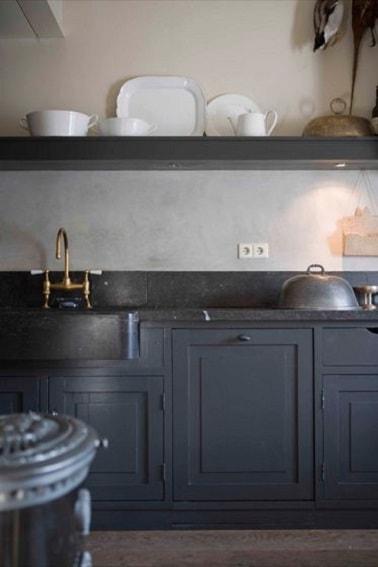 Cuisine avec peinture gris anthracite sur les meubles - Idee peinture meuble cuisine ...