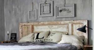 En bois, peinte avec du papier peint, une porte de récup... Les idées coups de coeur de Déco Cool pour fabriquer une tête de lit avec des solutions pas chères