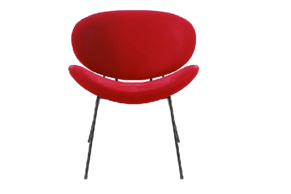 Un fauteuil rouge design pensé par Cristina Cordula pour Tati.