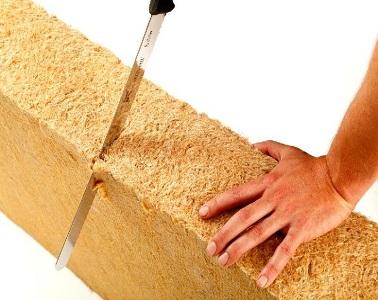 Pour une isolation thermique à toute épreuve, des panneaux de laine de bois sont des alternatives performantes pour garder la chaleur d'un intérieur naturellement.