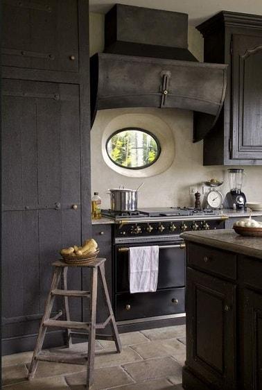 Peinture cuisine gris anthracite sur les meubles en bois for Peinture cuisine gris