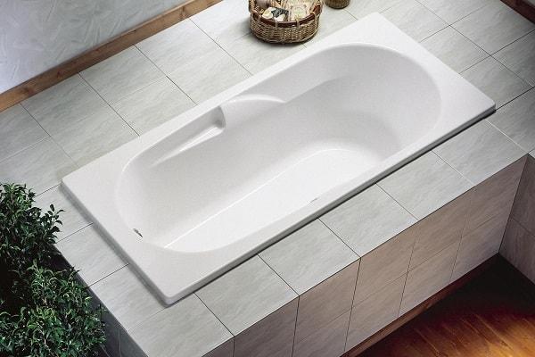 25 petites baignoires et baignoires sabot gain de place. Black Bedroom Furniture Sets. Home Design Ideas