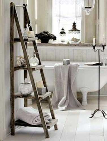 petite salle de bains rangement muraux etagere bois. Black Bedroom Furniture Sets. Home Design Ideas