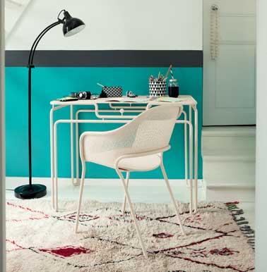 Petite table de cuisine ou petit bureau design, la Table Van Gogh structure acier et plateau aluminium  de Fermob  661 € Design Alessandra Baldereschi collection Idoles