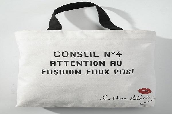 Offrez un cadeau de Noël estampillé Cristina Cordula avec ce sac en toile.