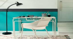 Petite table ou bureau selon le besoin, la table métallique Van Gogh dessinée par la designer Alessandra Baldereschi pour Fermob s'inspire de l'oeuvre du peintre et rejoint la collection Idole de la Fermob.