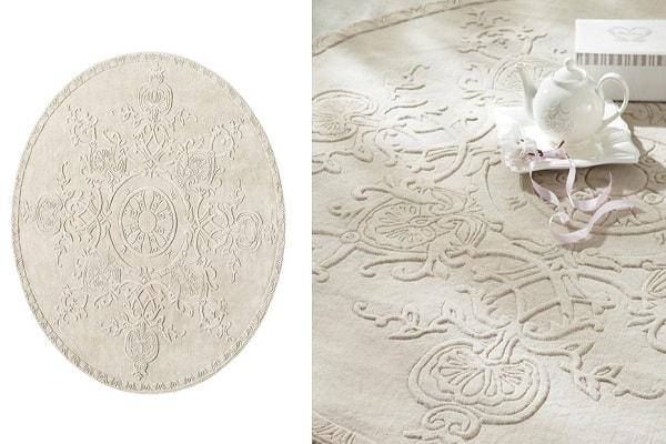 Un tapis rond à reliefs pour donner du style à une déco trop classique.