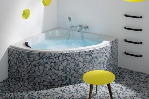 Une petite baignoire d angle domo jacob delafon for Baignoire faience bleue
