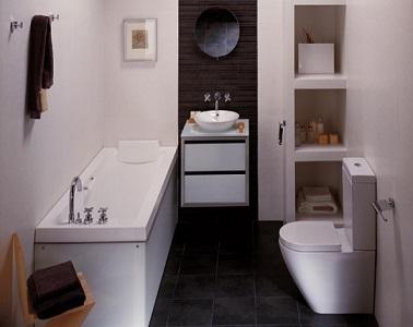 Une petite salle de bain avec baignoire porcelanosa for Baignoire et douche dans petite salle de bain