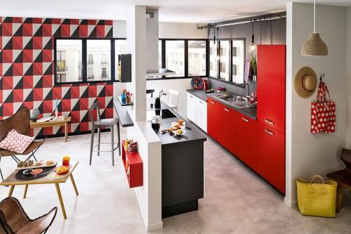 Cuisine ouverte sur ilot central meuble de rangement rouge - Cuisine ouverte ilot central ...
