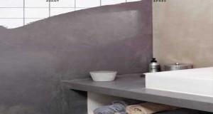 Lebéton ciré sur carrelage c'est la tendance déco. Béton ciré sur sol, sur mur de douche, sur carrelage de crédence cuisine, nos conseils pour faire du béton ciré sur carrelage