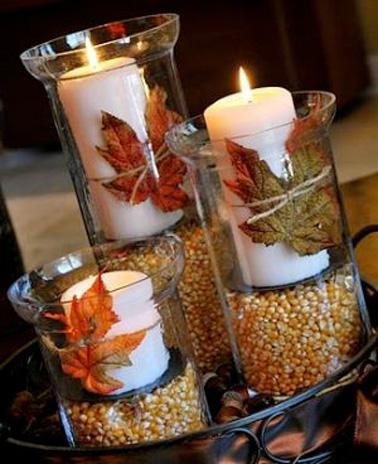 Confectionnez des photophores 100% nature avec des vases transparents, du maïs séché et des feuilles de chêne pour une déco de Noël illuminée et originale