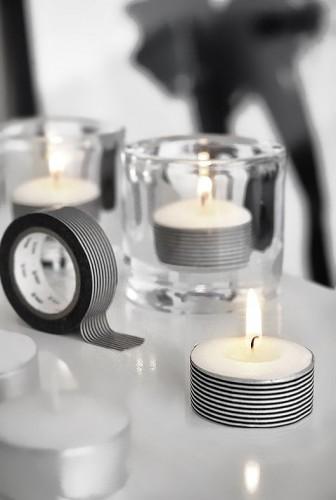 Pour une ambiance festive et scintillante pour Noël, déposez des bougies chauffe-plat décorées de ruban adhésif décoratif partout dans la maison !