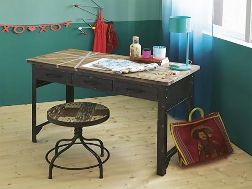 Bureau et tabouret au style industriel en solde chez alinea for Solde meuble bureau