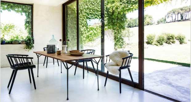 Une chaise design ne passe pas inaperçue dans la déco de notre intérieur ! colorées, moderne, en bois ou métal, Les chaises se plient à nos envies de déco design dans le salon, la chambre, la cuisine...