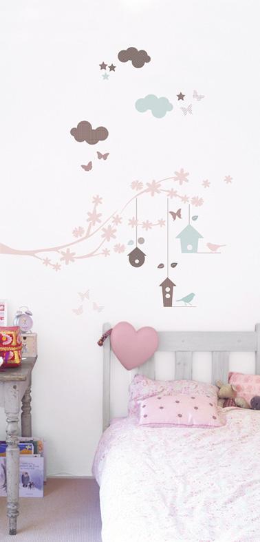 Une chambre de petite fille d cor e avec des stickers for Chambre d une fille