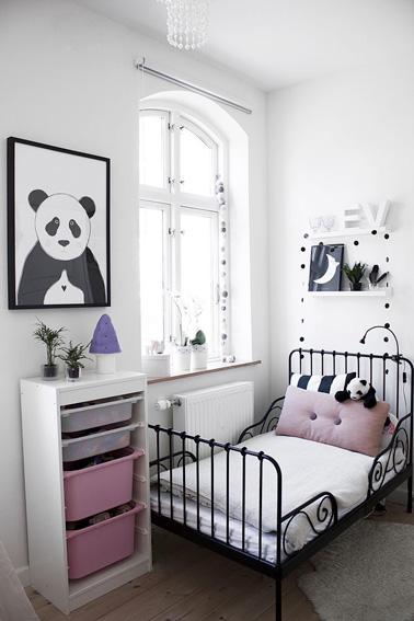D co de chambre de petite fille aux murs blancs Deco chambre de fille