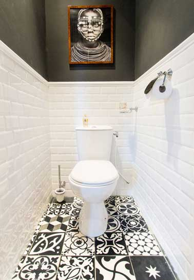D co wc noir et blanc et carrelage sol motifs patchwork for Carrelage wc gris