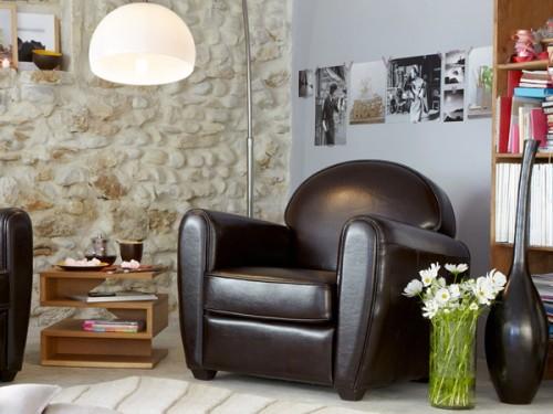 Fauteuil en cuir couleur chocolat en solde chez alinea for Deco en solde