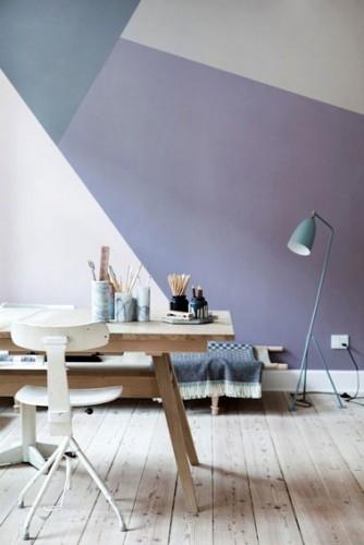 Un joli bureau qui donne envie de travailler avec cette déco géométrique aux couleurs pastel. Les formes et les couleurs s'accordent pour donner à la pièce un effet de profondeur, très design et super tendance !