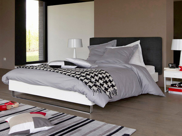 lit la redoute avec sommier finition laqu e en solde. Black Bedroom Furniture Sets. Home Design Ideas