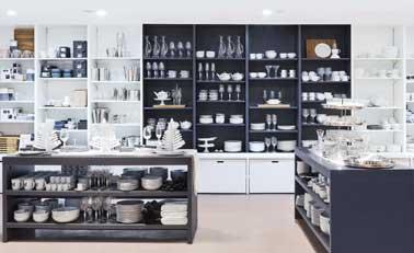 Chic à la française pour le nouveau pop-up store Habitat. Vaisselles meubles, fleurs décoratives autant d'objets déco pour s'inspirer et trouver son style.