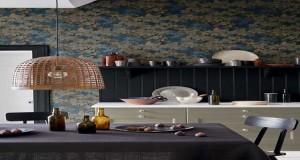 Lepapier peint à motifs floraux au top de la tendance déco 2016. Pour tapisser un salon, une cuisine, une salle de bain ou une chambre, Déco Cool vous présente la collection de papiers peints Little Greene.