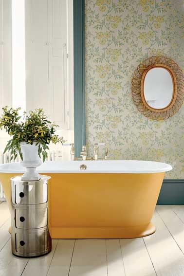 Chambre Couleur Pastel : Salle de bain chicissime avec ce papier de peint rétro aux tons …