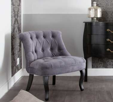 petit fauteuil baroque en velours violet. Black Bedroom Furniture Sets. Home Design Ideas