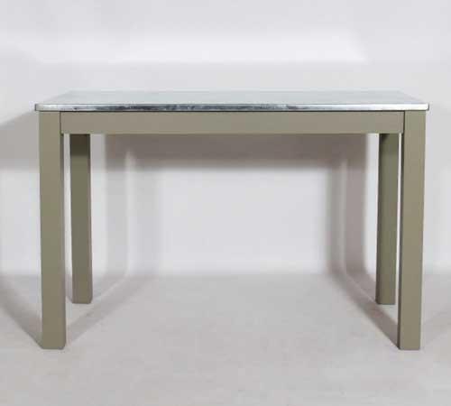 awesome une table de cuisine avec plateau mtal with petite. Black Bedroom Furniture Sets. Home Design Ideas