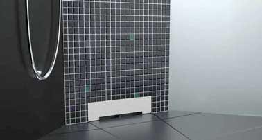 Douche italienne avec un receveur à écoulement mural. Design et étanche, il est parfait en déco de salle de bain zen ou minimaliste. Système breveté Lazer.
