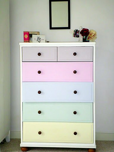 repeindre sa commode aux couleurs pastel. Black Bedroom Furniture Sets. Home Design Ideas