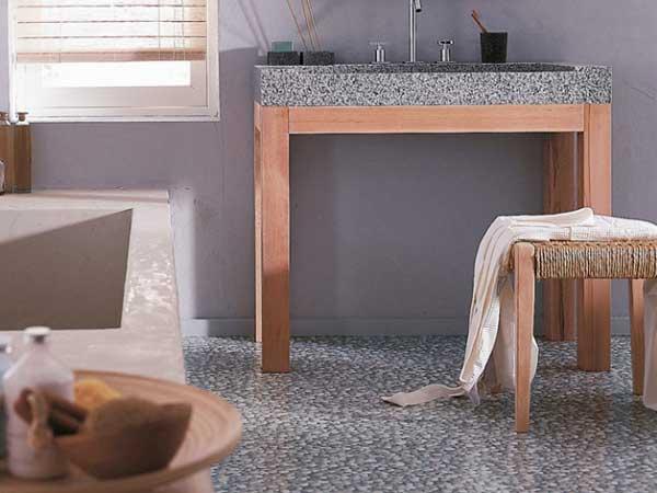 Le sol pvc imitation galet donne le ton de la salle de bain. Insolite et décalée, il prend sa place dans une déco sobre et des couleurs neutres. Leroy Merlin