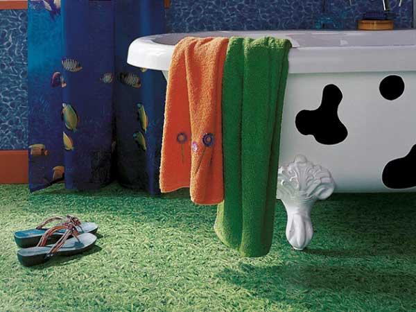 pvc imitation pelouse pour amener de la verdure dans la salle de bain ...