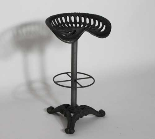 tabouret de bar forme siege tracteur made in meubles. Black Bedroom Furniture Sets. Home Design Ideas