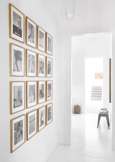 Diy d co comment accrocher des photos avec style for Tableau sur mur blanc