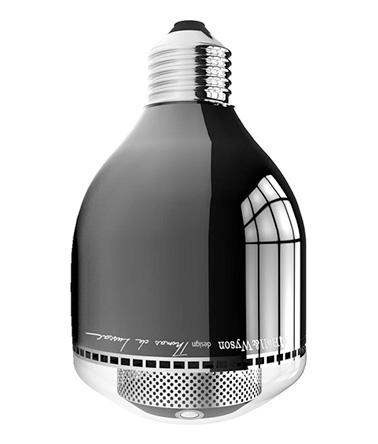 Sécurisez votre intérieur avec l'ampoule connectée ConnectLed BWPix de Bell & Wilson. Un objet à la pointe de la technologie pour une maison design.